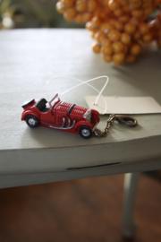 leuke sleutelhanger met nostalgische auto