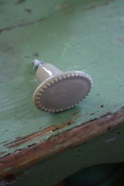 mooie beige kleurige ovale kastknop