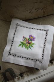 """mooi stoffen buideltje met borduursel """"vlinder en paarse bloem"""""""
