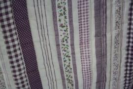 kussenhoes in paarse tinten