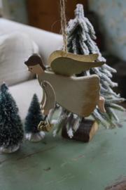 houten engel met goudkleurige hartjes