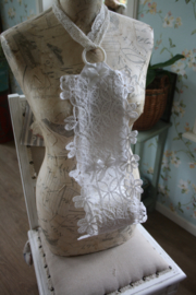 mooie stoffen toiletrolhouder voor 2 rollen met  dubbel lacet kant