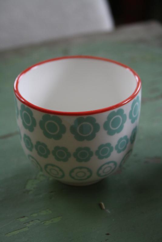 kleine porseleinen mokjes in groen