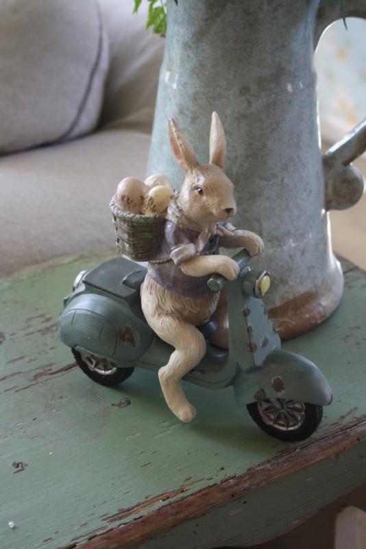 """mooi beeldje """"Toeter op de scooter"""""""