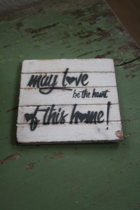 """dun houten onderzetter """"May love be"""""""