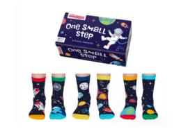 Mismatched kinder sokken - Cadeaudoos met 6 verschillende ruimtevaart sokken - One Small Step - maat 27 - 30
