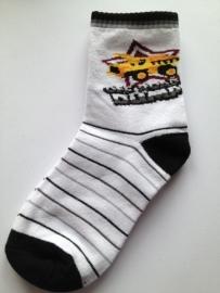7010 sokken 7-9 jaar Wit met zwart en zwart grijze streepjes en gele afbeelding.