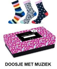 Muziek cadeaudoos rose met 3 paar sokken en muziek -  maat 36 - 42