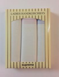 Cadeau doosje met 3 dames zakdoeken met streepjes - 100% katoen
