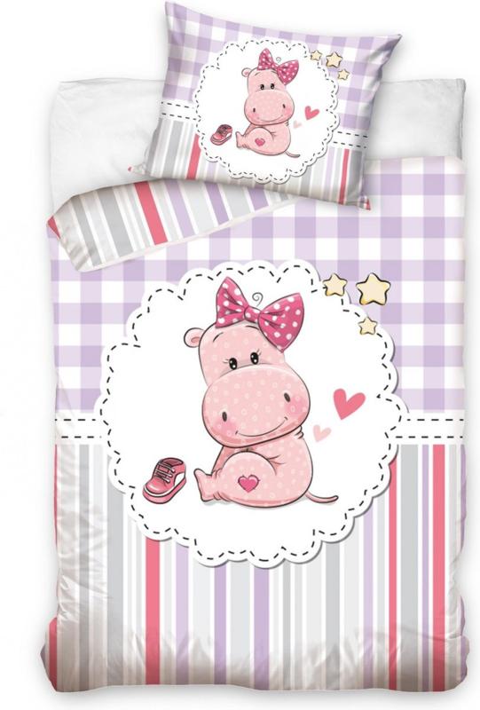 Hippo met roze strik dekbedovertrek in ledikant maat