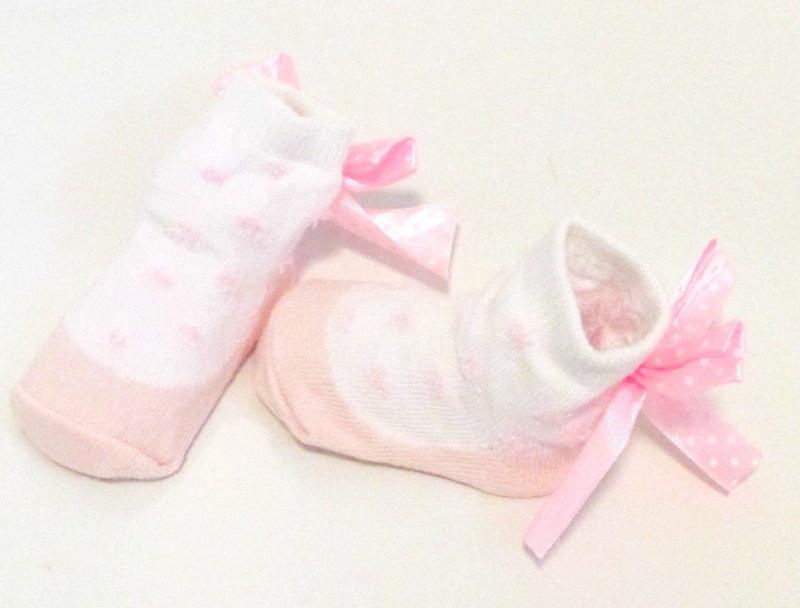 Baby sokje in ballet schoentjes model  zalm/wit/strik in cadeau zakje