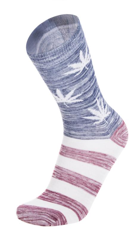 Cannabis sokken rood wit blauw  met witte wiet bladeren maat 40 - 45