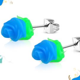 Blauw roosje oorsteker RVS met groene blaadjes