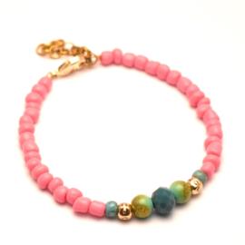 Roze kralen armbandje dames goud detail