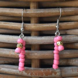 Roze stalen oorbellen met kraaltjes