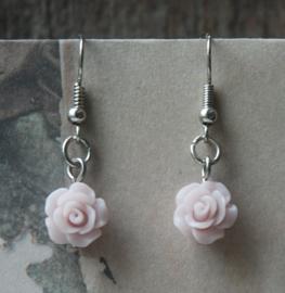 Roosjes oorhangers poeder roze