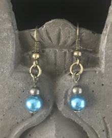 Oorhangers dames brons met blauwe parellook kralen