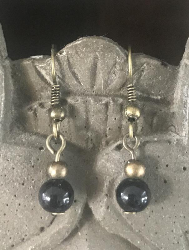 Oorhangers dames brons met zwarte glaskraaltjes