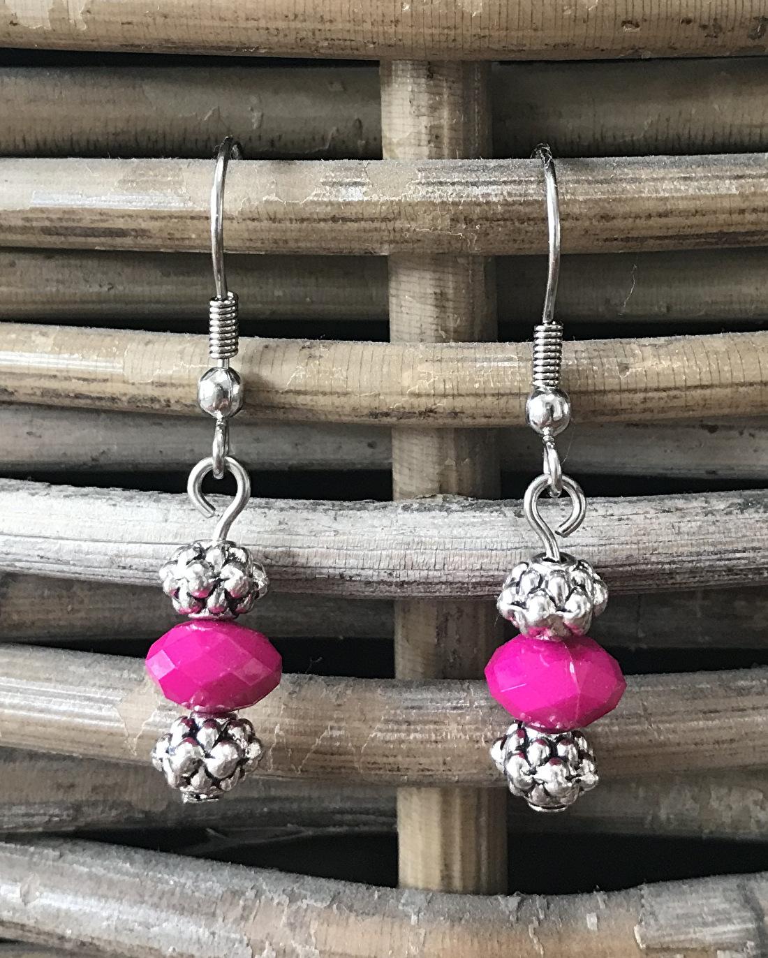 Stalen oorhangers met roze hanger
