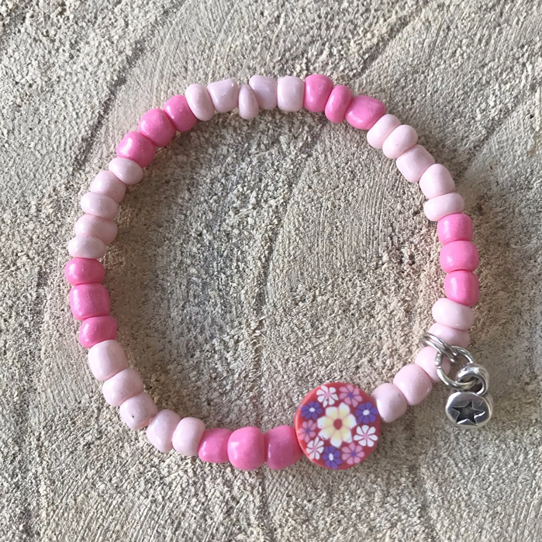 Kinderarmband meisje roze kralen