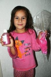 - WINNAAR Jury - Prijs: Koopdoos zeep + badkaviaar voor 8 kinderen - 020. Michelle uit Groeningen - P5826