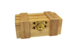 Wooden slats box with metal lock - OVV02