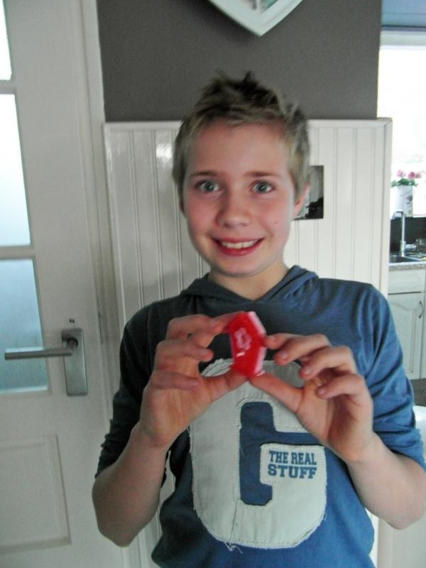 - WINNAAR Jury - Prijs: Koopdoos zeep + badkaviaar voor 4 kinderen - 028. Dylan uit Julianadorp - P2418