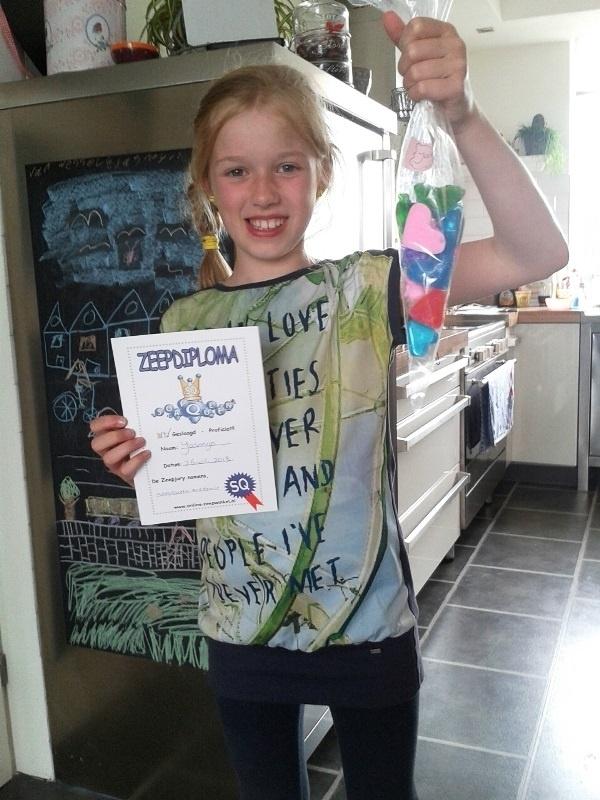 -  WINNAAR Jury - Prijs: Koopdoos zeep + badkaviaar voor 8 kinderen - 015. Jasmijn uit Waddinxveen - P2742