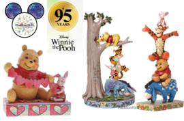 Winnie The Pooh 95 Years  - Set van 2 beelden + Winnie Hartjes kado.