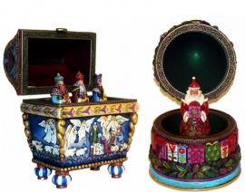 """Set van 2 Jim Shore beelden H16cm """"Bearing Gifts"""" & """"Believe"""" uit 2009"""