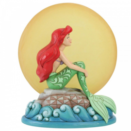 Ariel Sitting on Rock by Moon H19cm  met verlichting