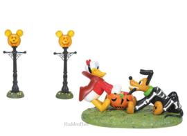 Pumpkintown - Donald,Pluto & Street Lights - Diney Village by D56