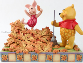 Winnie The Pooh & Piglet Playing with Leaves H14cm - Jim Shore 6008990