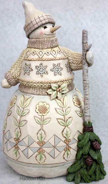 """Woodland Snowman Holding Broom"" H21,5cm Jim Shore 6001408 Sneeuwpop Sneeuwman"