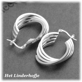 Zilveren sterling 925 oorbellen gedraaid.