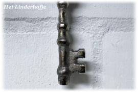 Metalen sleutel zilver *.