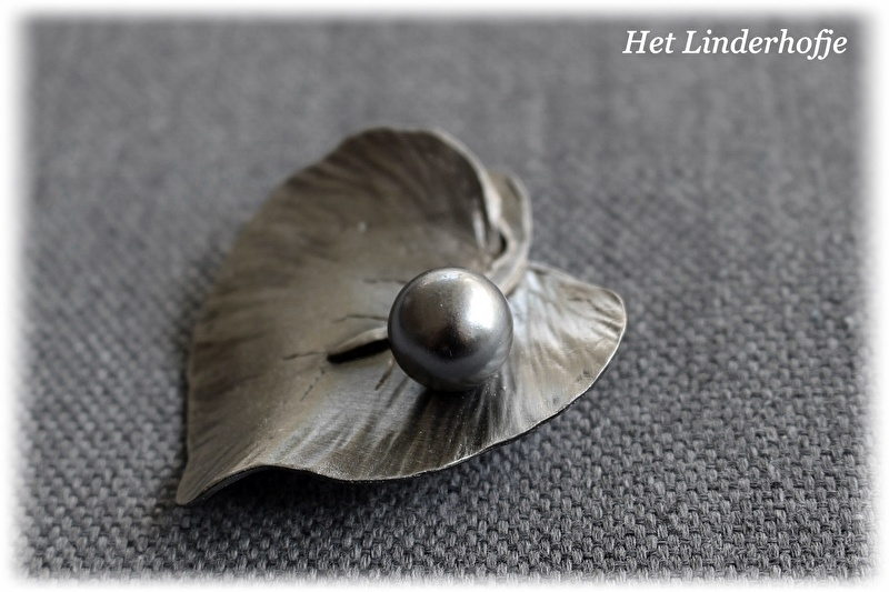 Broche blad met parel