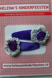Haarknipjes / velours paars met grijs gehaakt bloem en roosje