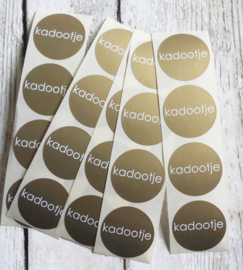 Stickers kadootje - rond  - goud