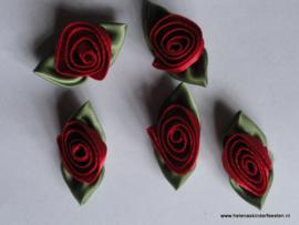 Satijnen roosje met blad rood / 5stk