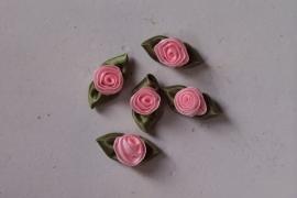 Satijnen roosje met blad roze / 5stk