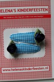 Haarknipjes / licht blauw geruit met donker blauw satijn roosje