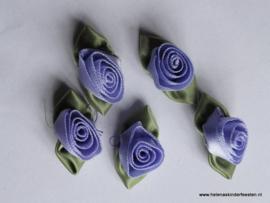 Satijnen roosje met blad licht paars / 5 stk