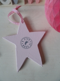 "Houten hanger - Ster mini roze ""A star is born"""
