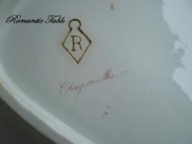 Antieke dekschaal Petrus Regout blindstempel Chrysantheme  1894 t/m 1933