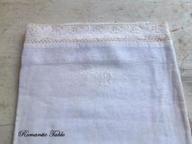 Antieke linnen  dekenhoes  met kantafwerking voor  babybedje of wieg  no 1