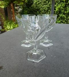 Schitterende oude kristallen wijnglazen
