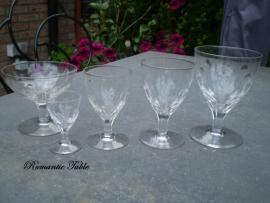 Antiek 46 delig geslepen glasservies  VERKOCHT