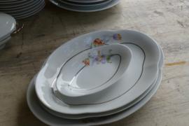 Zeer zeldzaam oud porseleinen Limoge eetservies met speciaal ontwerp