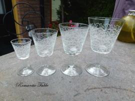 Zeer bijzonder antiek glasservies D 334